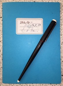 Mein Hahnemühle Skizzenbuch und mein Rotring ArtPen Füller (c) Foto von Susanne Haun