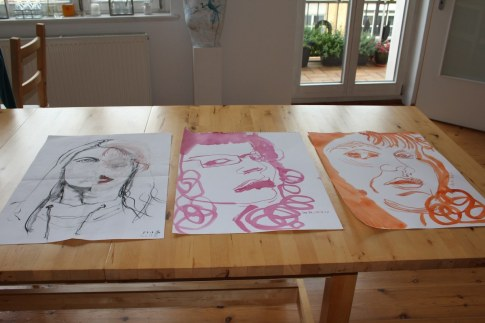 Überblick der mit der Post versendeten Portraits (c) Foto von Susanne Haun
