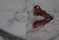 Detail des teilweise übermaltes Selbstportrait von Heike Schnittker - 43 x 60 cm - Kohle, Rötel, Softpastell (c) Heike Schnittker u. Susanne Haun