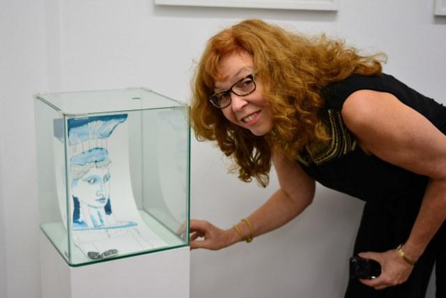 Ausstellungsansicht Querbrüche - Glasobjekt von Susanne Haun (c) Foto von M.Fanke