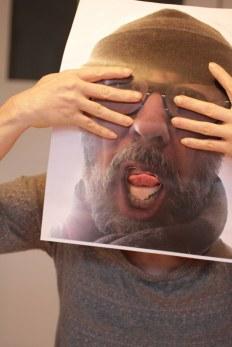 Ich - Susanne - benutze Jürgens Foto als Maske (c) Foto von M.Fanke