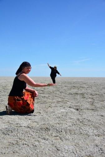 Perspektivische Spielereien in der Etosha Pfanne (c) Foto von M.Fanke