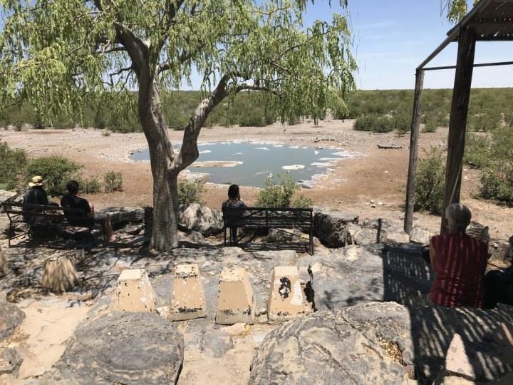 Wieder ein tierloses Wasserloch im Etosha Nationalpark (c) Foto von M.Fanke