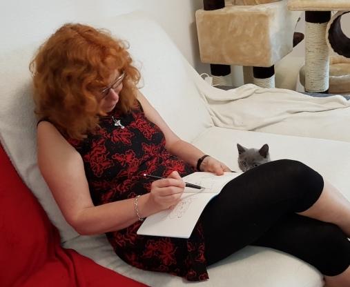 Susanne Haun zeichnet Oscar den Karthäuser (c) Foto von Madeleine Zeidler