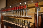 Aufbau der Präsentation Eiswelten - eines von Gerhard Kerns besondern Musikinstrumenten (c) Foto von M.Fanke