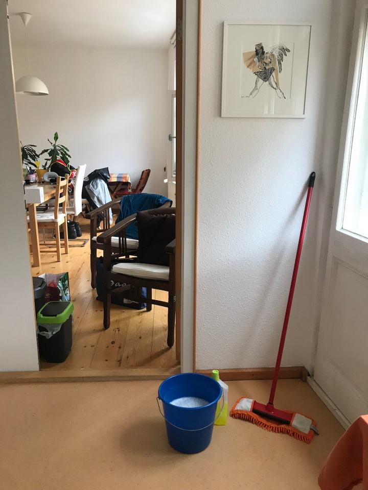 Alltag im Atelier Susanne Haun - Wischen (c) VG Bild-Kunst, Bonn 2019