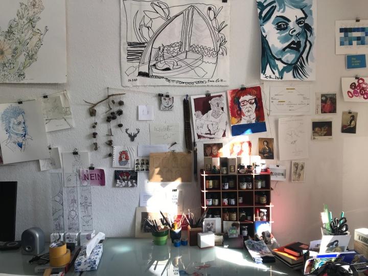 Atelieransicht, Durch das Tor, 57 x 74 cm, Acryl und Marker auf Leinwand, Einlinienzeichnung von Susanne Haun (c) VG Bild-Kunst, Bonn 2020.