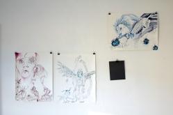 Der Deuteengel in Atelierumgebung, Tusche auf Aquarellkarton, 65 x 50 cm, Zeichnung von Susanne Haun